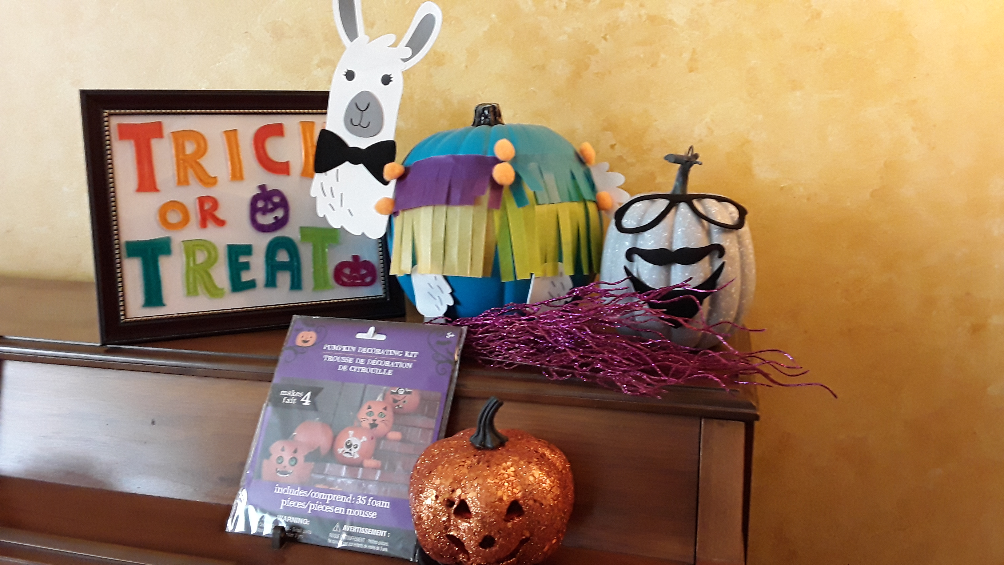 Pumpkin decorating kit with llamas